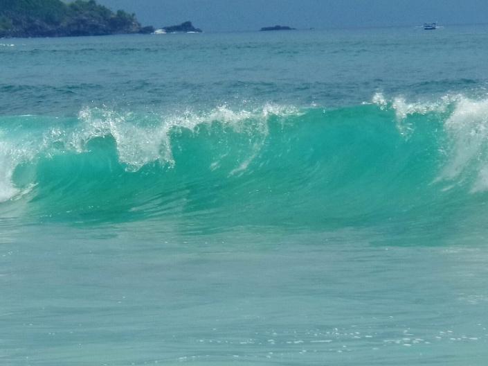 Hihetetlenül zöld a tenger