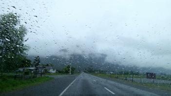 Ilyen ha esik és leszáll a felhő