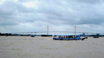 ezen a hídon jöttünk át Kambodzsából
